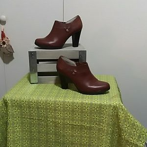 WHITE MOUNTAIN ANKLE BOOT Size 8M